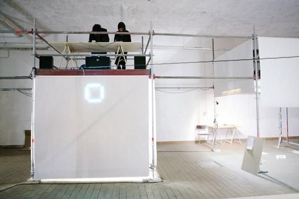 Post-Studio Tales,opening, Sound performance by Bradley Alexander, photo: Heiko Schäfer