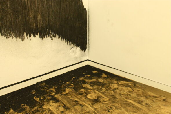 "Brice Guilbert, ""Fantôme / Levier / Obstacle,"" charcoal on wall, 2012; photo by Evanna Folkenfolk"