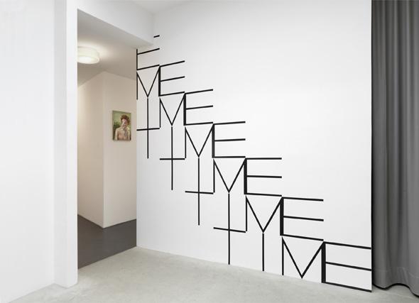 """Dirk Bell - """"Schön und Gut"""" (2013), Installation View; Courtesy of BQ Berlin, Photo: Roman Maer"""