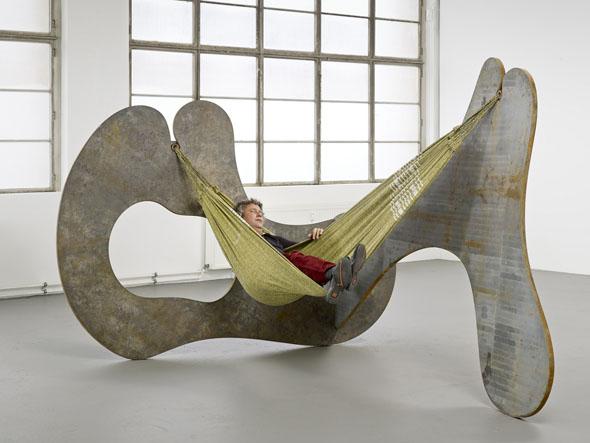 "Ernesto Neto - ""In the Corner of Life"" (2013), 30 mm corten steel and hammock, 330 x 220 x 191 cm; courtesy of Galerie Max Hetzler"
