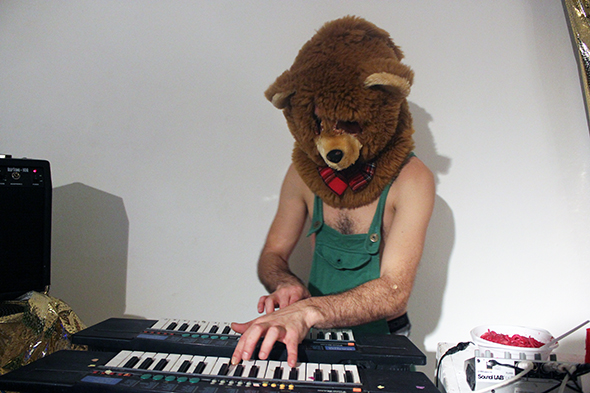 berlin_art_link_glougair_5-12-13_bearkeyboard
