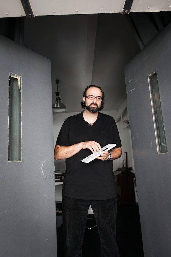 Ari Benjamin Meyers - der Komponist, Dirigent und Performancekünstler probt derzeit in seinem Kreuzberger Atelier