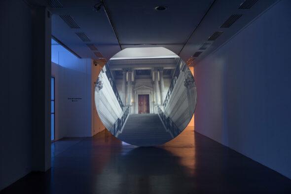 GCC: 'L'Air du Temps', 2015, HD Video Installation with Sound, 7:25min // Courtesy Kraupa-Tuskany Zeidler