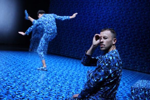 Adam Linder: 'Kein Paradiso', Jennie MaryTui Liu & Adam Linder, 2016 // Photo by Dorothea Tuch