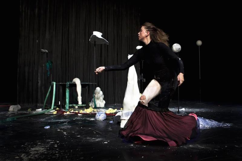 Miet Warlop, 'Dragging the Bone,' Performance at HAU Hebbel Am Ufer // © Reinout Heil