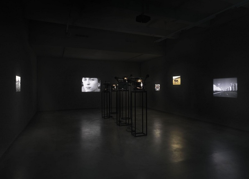 Berlin Art Link review of 'Defying Gravity' at KINDL